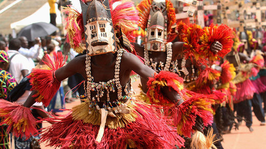 dogons traditional dancers