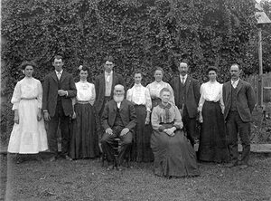 Miembros de las familias Bales y England, granjeros de old Row River Valley (principios del siglo XX)