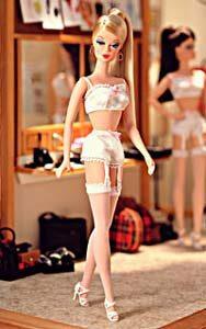 Barbie en lencería, mayormente vendida a niñas de 8 a 12 años.