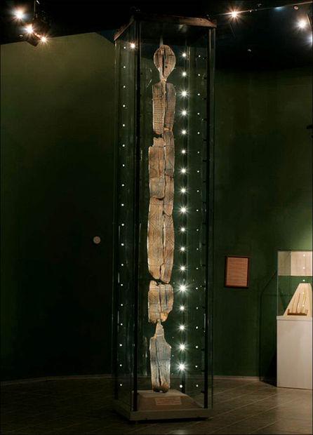 Escultura Idolo de madera