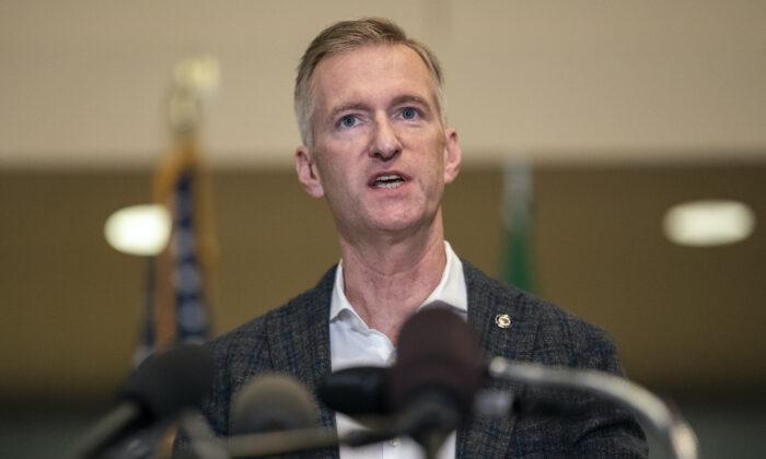 Grupos progresistas piden la renuncia del alcalde de Portland tras tiroteo  fatal   Renuncia   Ted Wheeler   Donald Trump   LA GRAN ÉPOCA
