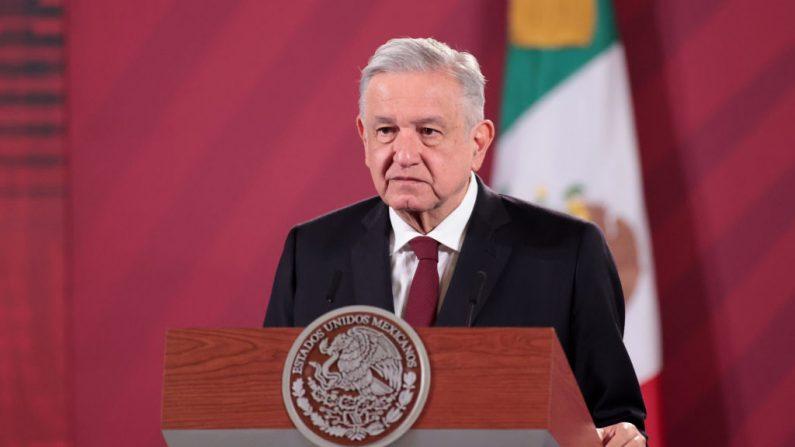 Andrés Manuel López Obrador, Presidente de México habla durante el anuncio de que México y Argentina producirán la vacuna contra el Coronavirus de Oxford en el Palacio Nacional el 13 de Agosto del 2020 en la Ciudad de México, México. (Hector Vivas/Getty Images)