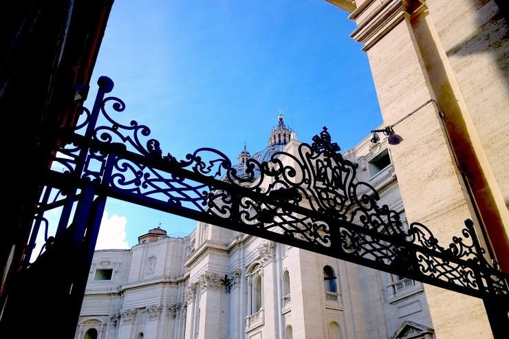 Uno de los ingresos de la Ciudad del Vaticano