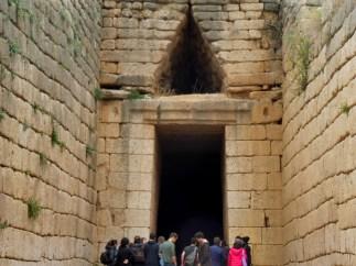 mycenae_atreustomb&kids_close