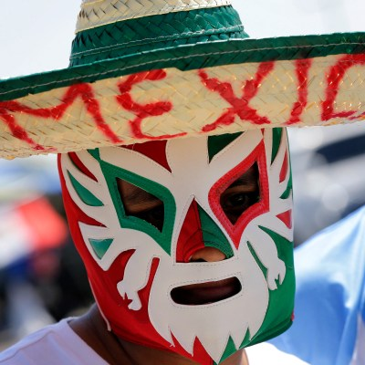 Fans arrive prior to a Copa America Group C soccer match between Mexico and Uruguay at University of Phoenix Stadium, Sunday, June 5, 2016, in Glendale, Ariz. (AP Photo/Matt York)