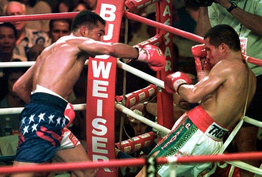 JC Chávez vs. Oscar de la Hoya