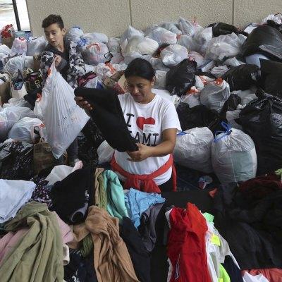 #InmiGrandes: Mexicanos cruzaron la frontera para ayudar por su propia cuenta a Texas