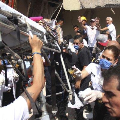 #Esperanza: 20 horas después del sismo, localizan con vida a niña mexicana entre los escombros