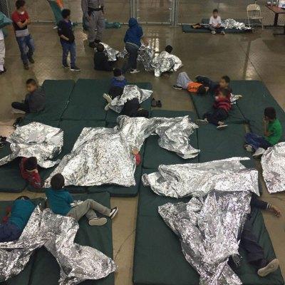 #Inhumano: Una niña mexicana con síndrome de Down está detenida en los campos de Trump