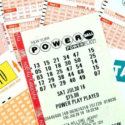 Estas personas se sacaron la lotería pero se dan cuenta ¡un año después!