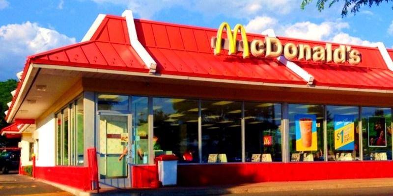 Encuentran sin vida a hombre en el baño de McDonald's