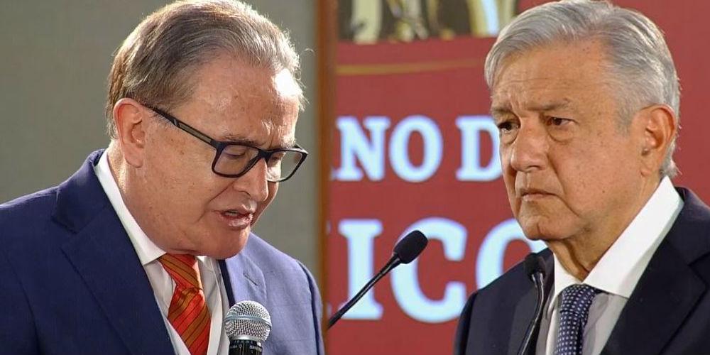 Periodista acude a conferencia de AMLO y lo confronta por polémica lista
