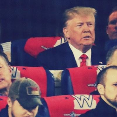 """Tremenda abucheada a Trump; le dicen """"enciérrenlo"""" en pleno juego de béisbol"""