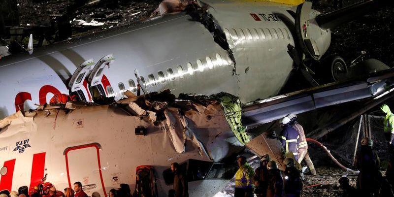 Esto es todo lo que se sabe del avión que se partió en 3 (VIDEO)