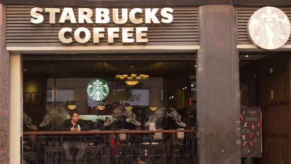 Anuncia Starbucks que cerrará alrededor de 400 tiendas
