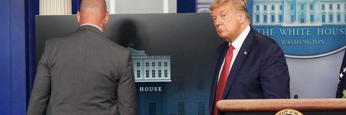 Agentes del Servicio Secreto evacuan a Trump de la Casa Blanca
