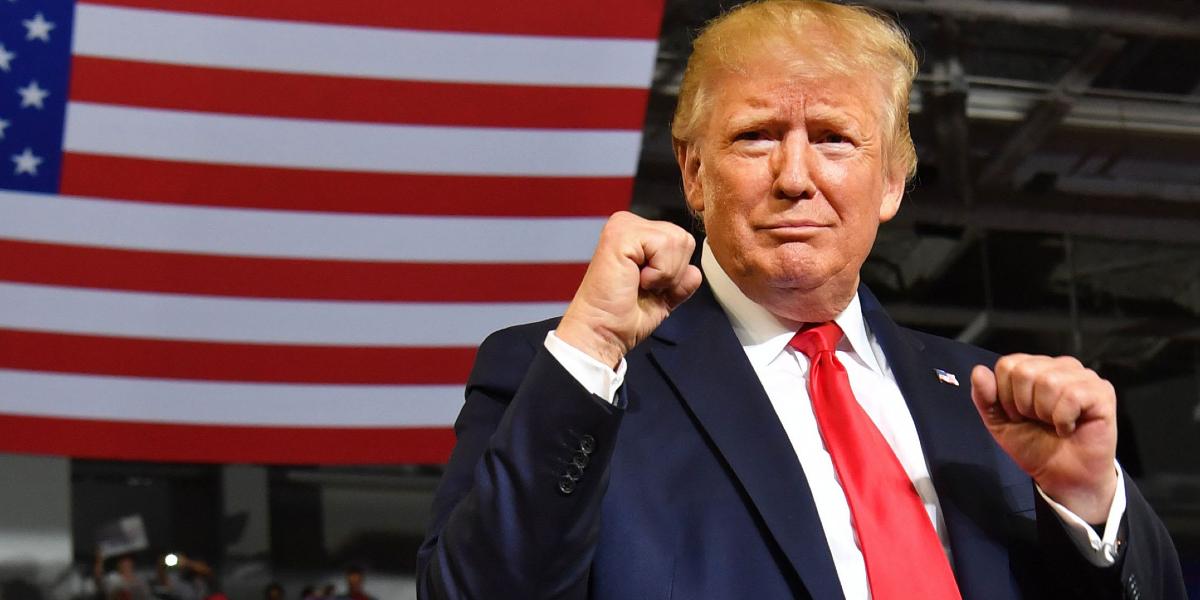 Trump toma la ventaja en primeros resultados publicados