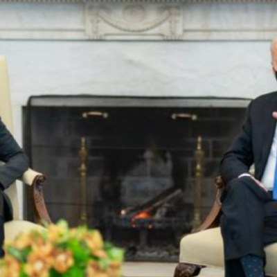 """Biden llama """"neandertales"""" a líderes que eliminaron el uso de cubrebocas"""