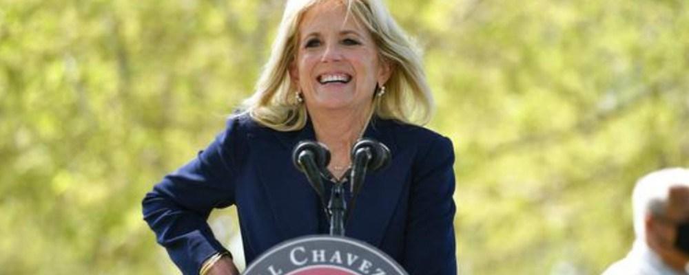 Jill Biden recibe críticas al intentar dar un discurso en español