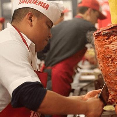 Ofrecen 20 mil pesos a la semana para trabajar de taqueros en EU