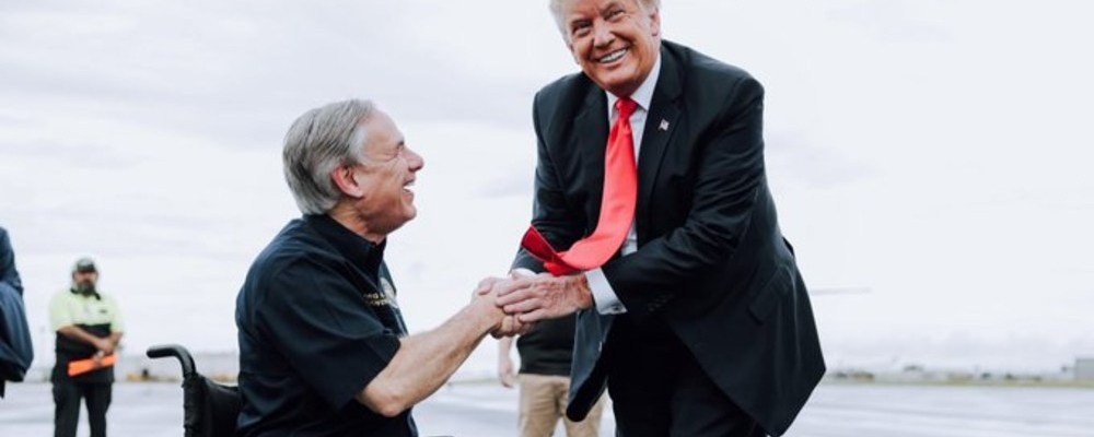 Trump visita la frontera y culpa a Biden de la crisis migratoria