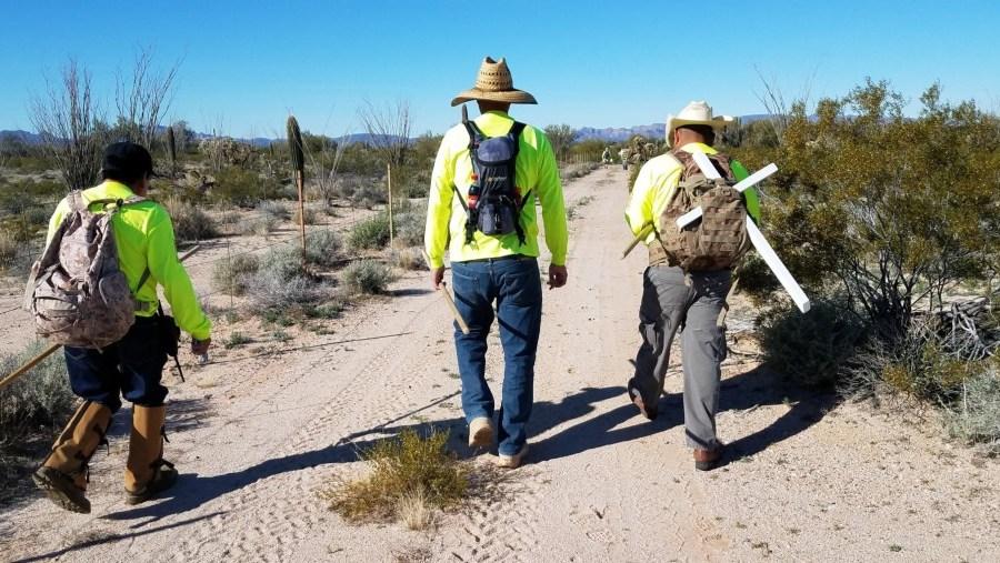 """""""Ayúdenos, tenemos dos días sin agua"""", piden migrantes en el desierto"""