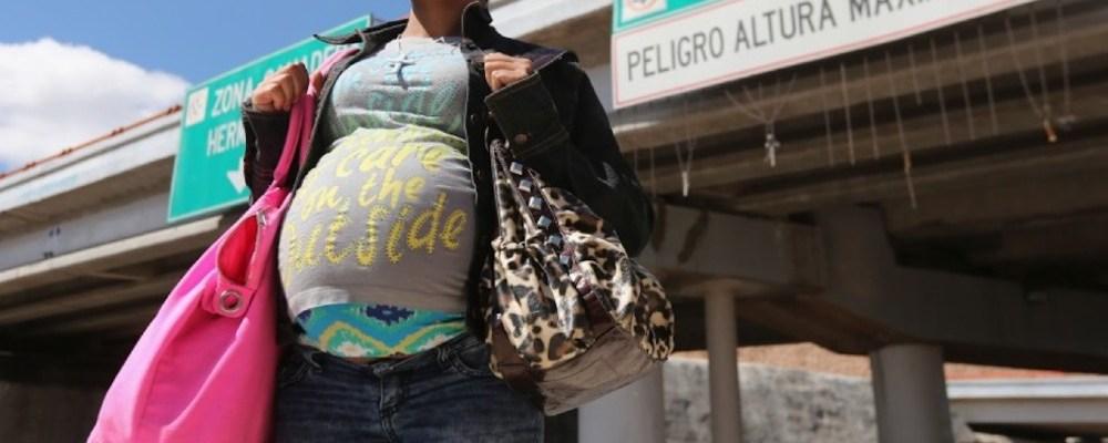 Gobierno de Biden prohíbe detener a migrantes que estén embarazadas