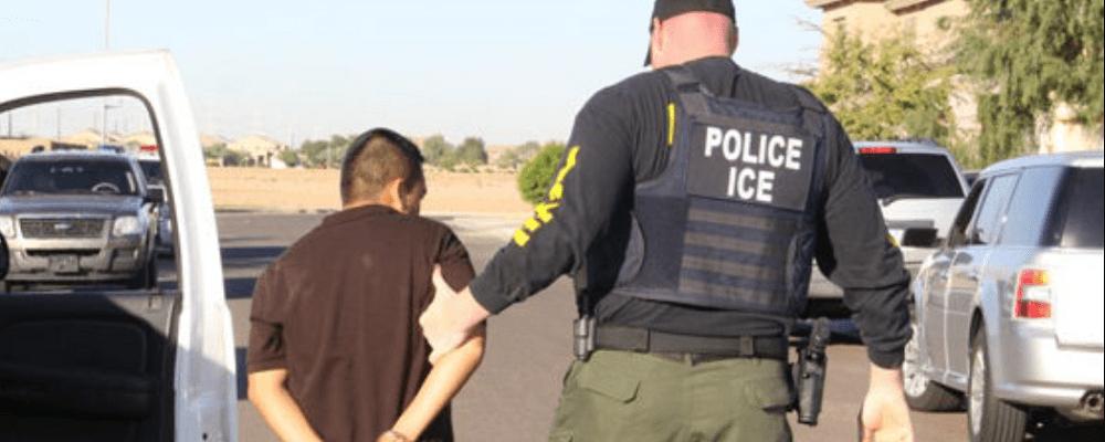 EU lanza programa para ayudar a migrantes en proceso de deportación