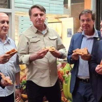 Bolsonaro come afuera de una pizzería en NY por no estar vacunado