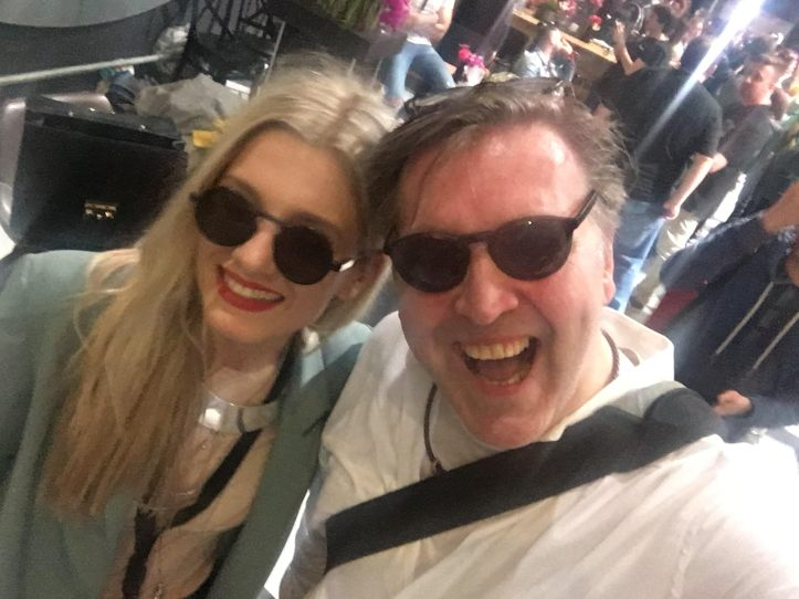 EiC 2019 Serie 1 Eurovision in Concert Amsterdam It Girl Nevena mit Blogger Peter