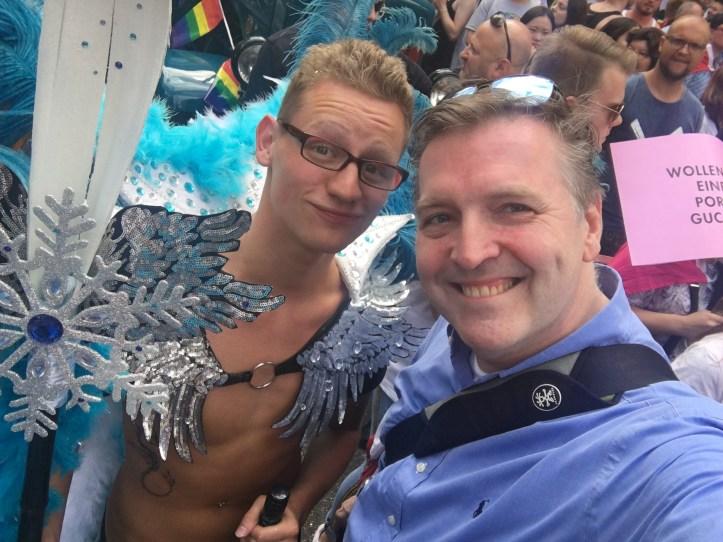 CSD HH 2019 mit ESC kompakt Dancefloor Dinner Parade Blogger Peter mit Sternenkrieger