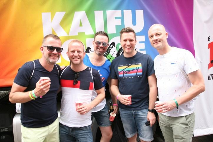 CSD HH 2019 mit ESC kompakt Dancefloor Parade Jan, Rafael, Markus, BennyBenny, DJ Douze Points vor dem Kaifu Lodge Truck