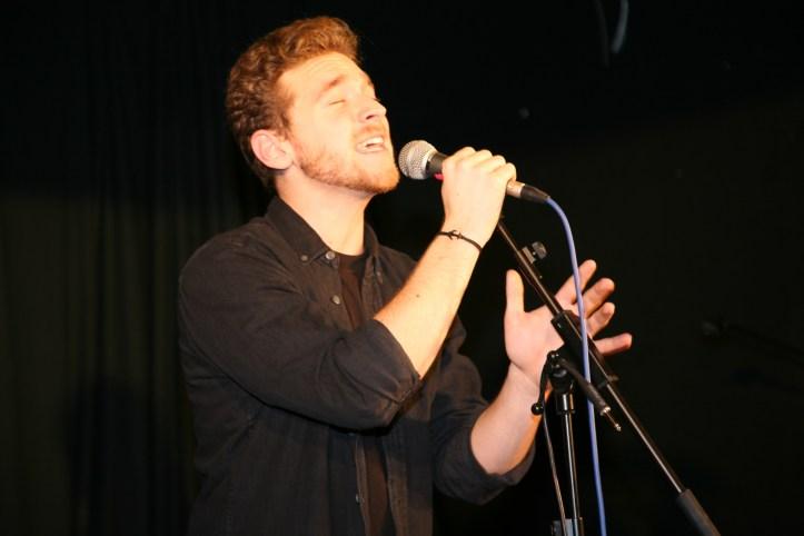OGAE Clubtreffen 2018 MUC Nathan Trent singt Running On Air im Wirthaus zum Isartal