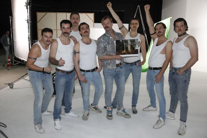 DHG Mr Mercury Videodreh DHG als Freddy mit Nacktkalender