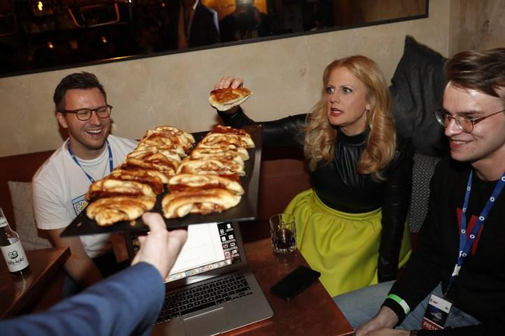 ULfR Premiere Verpflegung for everbody Barbara Schoeneberger Interview mit ESC kompakt Bloggern Benny und Florian
