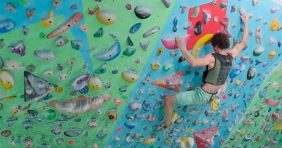 Cómo realizar un entrenamiento en rocódromo mediante circuitos de escalada
