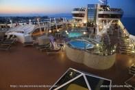 MSC Fantasia by night - Aquapark
