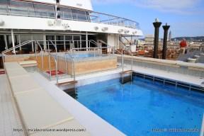 Viking Sky - Infinity Pool – Aquavit Terrace