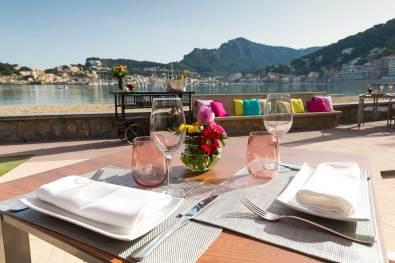 restaurant es canyis mesa en terraza