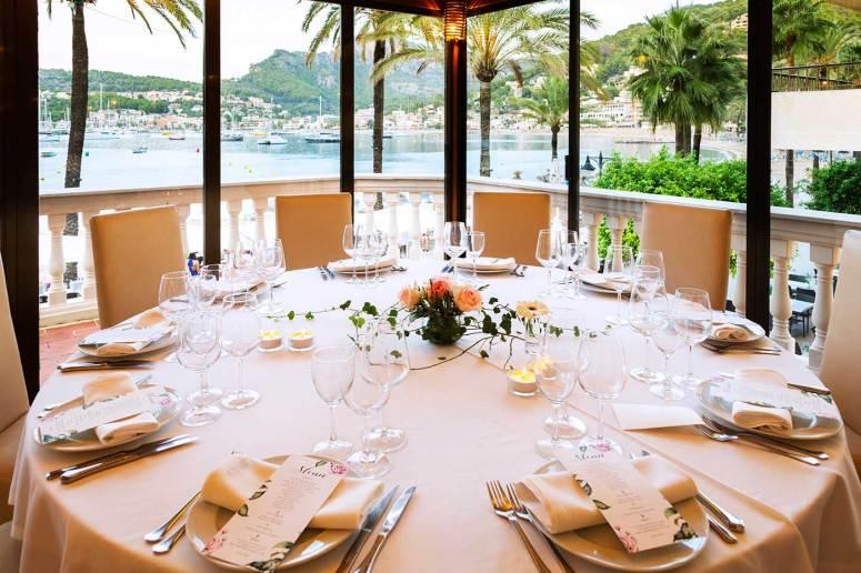 restaurant es canyis terraza con vistas a la bahia de soller