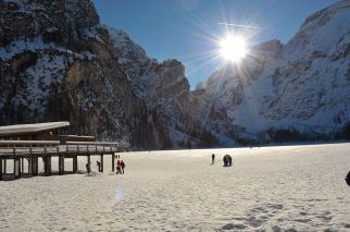 Lago de Braies en invierno