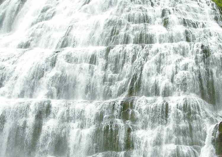 La cascada de Dynjandi, en los Fiordos de Islandia