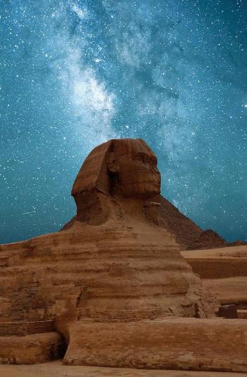 La Gran Esfinge por la noche