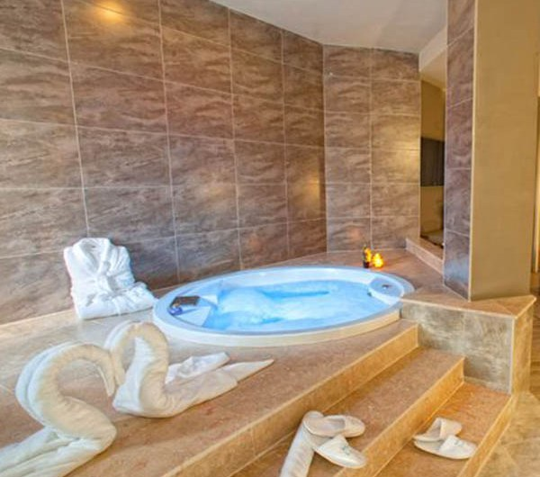 10 hoteles con jacuzzi en la habitación que visitar en España