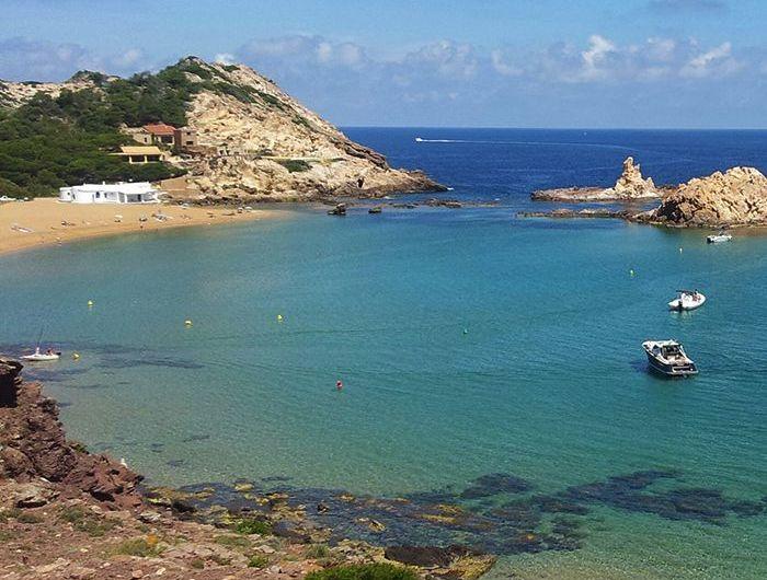 Las 5 mejores calas de Menorca donde pasar las vacaciones