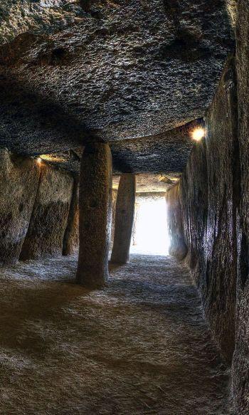 Interior del Dolmen de Menga