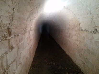 Pasadizo lateral en el túnel de la engaña