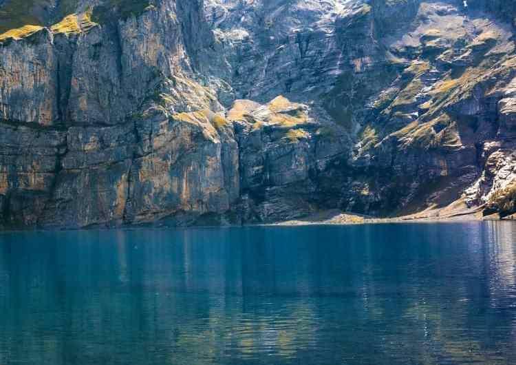 Lago Oeschinen en Suiza