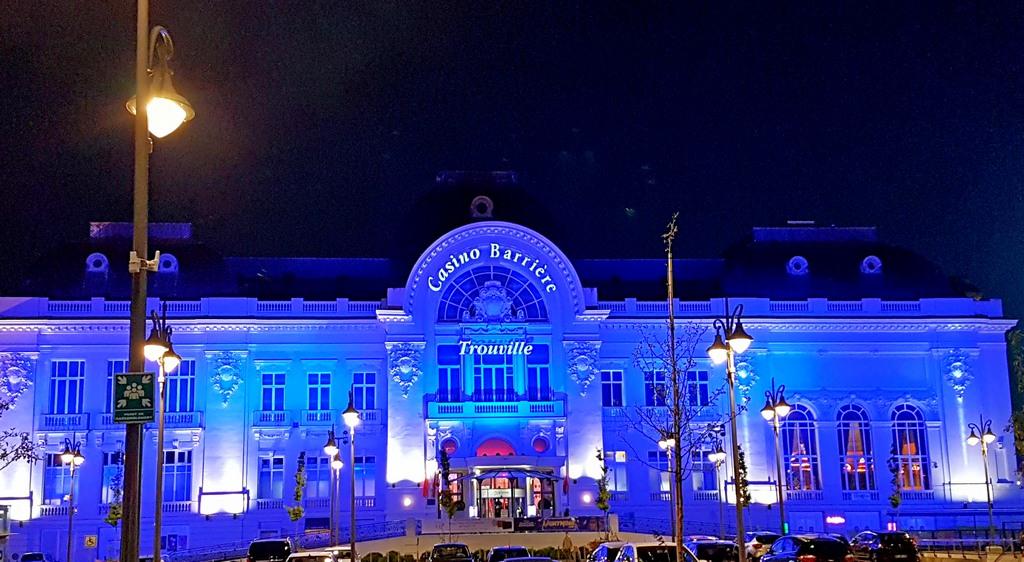 Trouville Enfranceaussi son casino