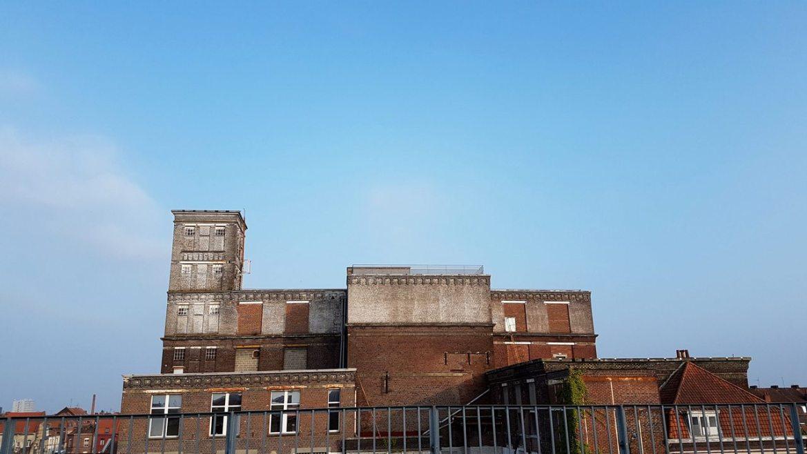 Camper sur le toit de la Condition Publique à Roubaix